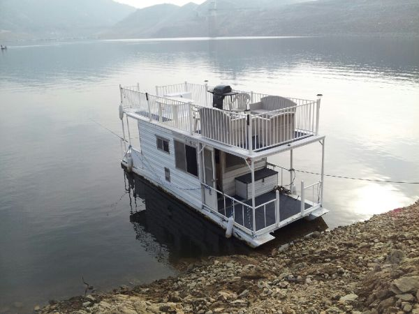 Houseboat -ONLY $8000 THIS WEEK- MUST SEE - Completely Self Contained - $8000 (Visalia)