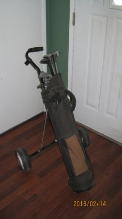Youth Golf Clubs wBag Cart - $50 (Visalia)