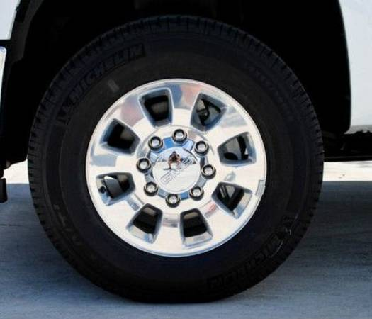 OEM GMC 2500HD 18 Rims Tires Michelin LTX AT2 26570R18 - $1600 (Visalia Fresno Tulare Hanford Madera Merced Modesto)