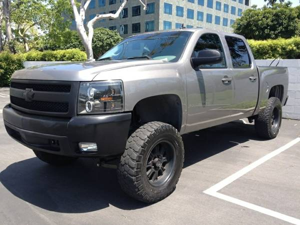 2007 silverado 6Lift 35 Tires 18 Rims - $1 (Visalia)