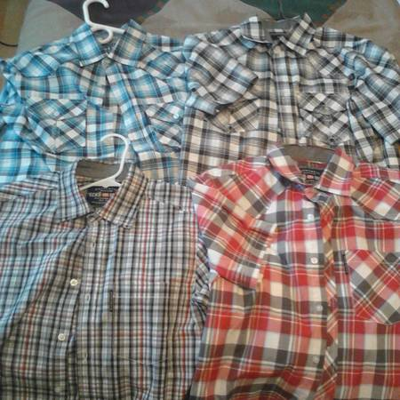 Ecko unltd button down shirts XSS 4 of them - $8 (tulare)