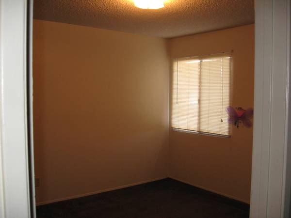 - $400 Room for rent includes all utilities (Yuma, Az)
