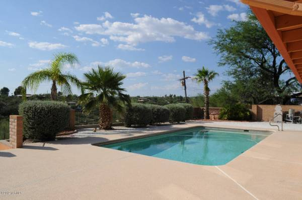 - $550 Tucson Foothills, Pool, AC, City Views, 2 Car Garage, fireplace, WD (NE of River Rd and Stone Ave, Tucson)