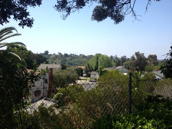 - $600 1br - 1 bdrm in 5 bdrm townhouse. Near UTC UCSD NOW- August 31 (Charae St. Off of Governor)