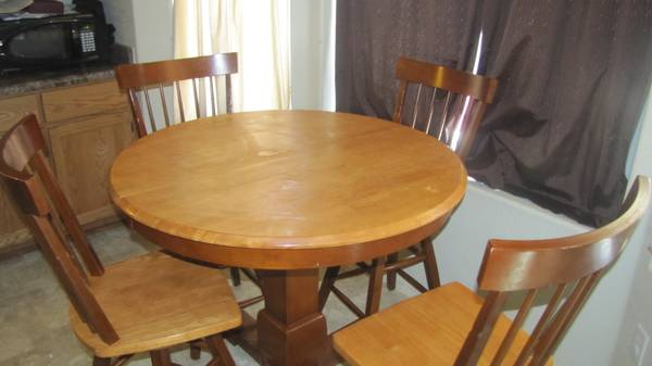 Kitchen Table and Chairs - $450 (Yuma-Ocotillo (6E))
