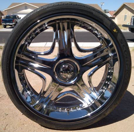 26 AKUZA Wheel wPirelli tire - $150 (Yuma)